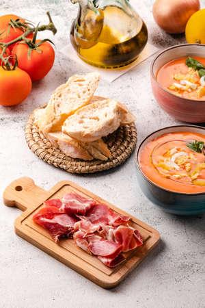 Foto de Salmorejo Soup With Ham And Eggs In A Bowl - Imagen libre de derechos