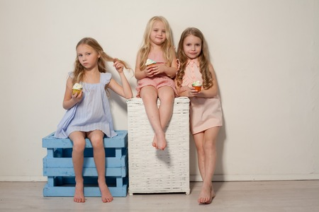 Photo pour three girlfriends sisters eat sweet lollipop candy - image libre de droit