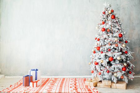 Photo pour Merry Christmas gifts Interior white room holidays new year tree - image libre de droit