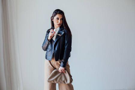 Photo pour Portrait of a beautiful fashionable oriental brunette woman in a black jacket - image libre de droit