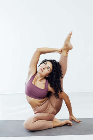 Photo pour Beautiful woman yoga gymnastics flexible stretching asana fitness - image libre de droit