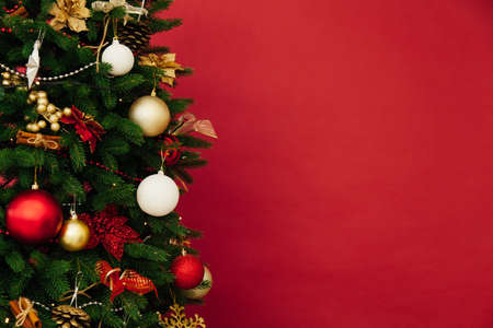 Photo pour Christmas tree pine decor red background New Year holiday gifts - image libre de droit