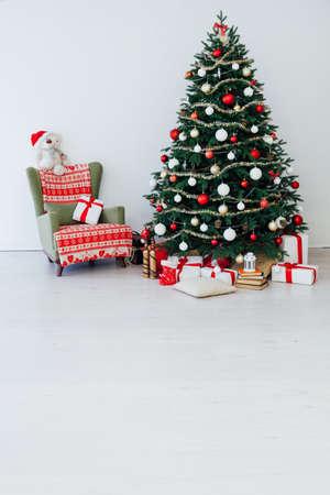 Foto de Christmas interior of the Christmas tree pine new year presents a postcard - Imagen libre de derechos