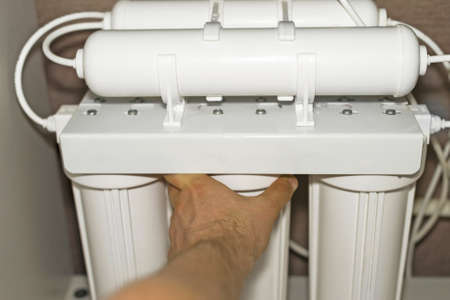 Photo pour Installation of reverse osmosis water purification system. - image libre de droit