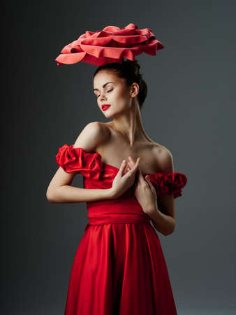 Photo pour Beautiful young woman in a luxurious dress with roses, rose petals - image libre de droit