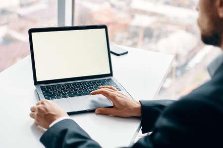 Foto de Laptop internet technology online work desk - Imagen libre de derechos