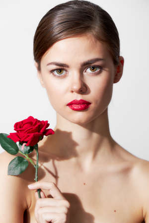 Photo pour Woman with flower Bare shoulders are an attractive luxury look red lips - image libre de droit