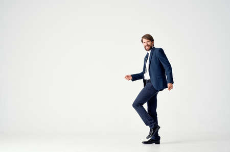 Photo pour business man in a suit goes to the side on a light background side view Copy Space - image libre de droit