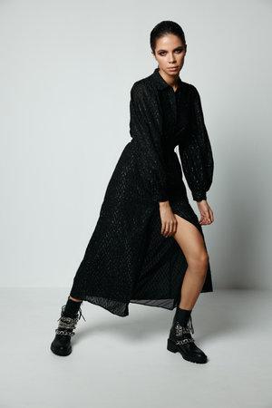 Foto per attractive brunette in black dress posing moda studio - Immagine Royalty Free