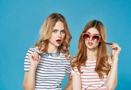 Foto per two women girlfriends intercourse moda studio luxury cropped view - Immagine Royalty Free