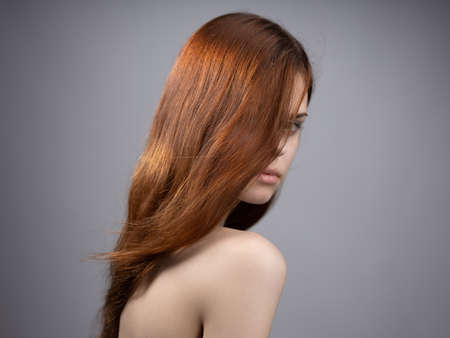 Photo pour fashionable woman with red hair naked shoulders side view - image libre de droit