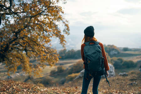 Photo pour woman hiker with backpack admires nature mountains landscape - image libre de droit