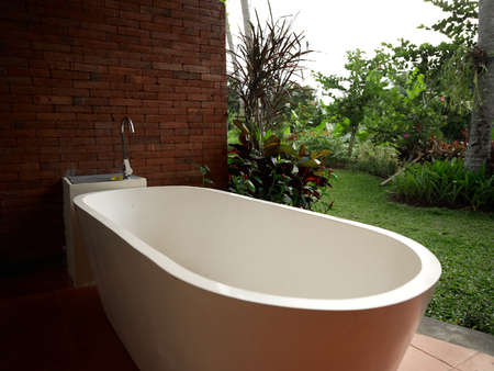 Photo pour interior brick wall Exotic tropical green garden and unity with nature - image libre de droit