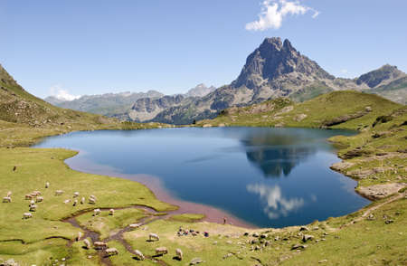 Le lac Gentau refletant le Pic du Midi d Ossau  Pyrenees-Atlantiques, France