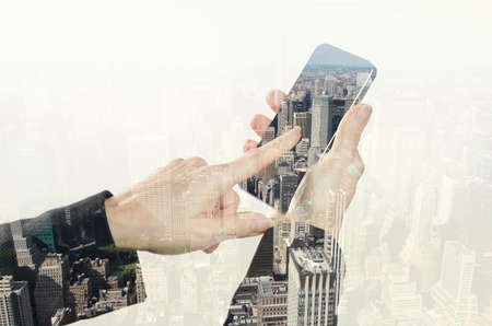 Photo pour Hand holding smart phone and New York city. - image libre de droit