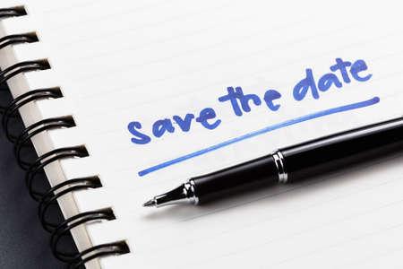 Photo pour Save The Date text as memo on notebook - image libre de droit