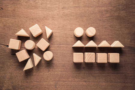 Photo pour Confused geometry shape of wood blocks on the left rearrange in the same category on the right, category concept - image libre de droit