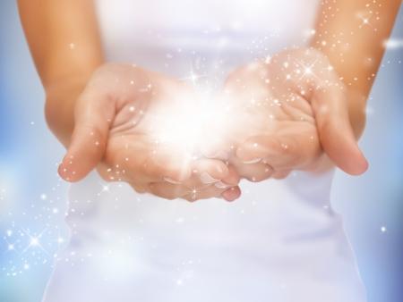 Photo pour bright closeup picture of magic twinkles on female hands - image libre de droit