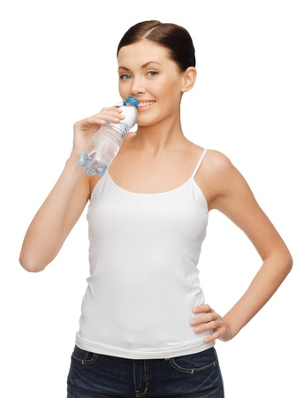 Photo pour picture of woman in blank t-shirt with bottle of water - image libre de droit
