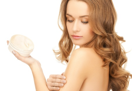 Photo pour beautiful woman applying cream on her skin - image libre de droit