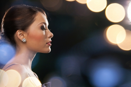 Photo pour luxury, vip, nightlife, party concept - beautiful woman in evening dress wearing diamond earrings - image libre de droit