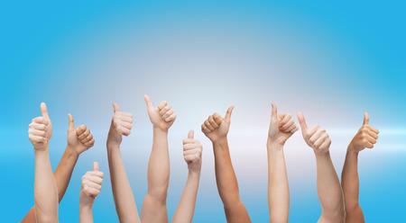 Photo pour human hands showing thumbs up - image libre de droit