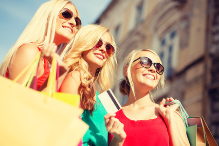 Photo pour sale and tourism, happy people concept - beautiful blonde women with shopping bags in the ctiy - image libre de droit