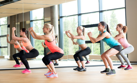 Foto de fitness, sport, training, gym and lifestyle concept - group of women working out in gym - Imagen libre de derechos