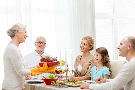 Photo pour family, holidays, generation and people concept - smiling family having dinner at home - image libre de droit