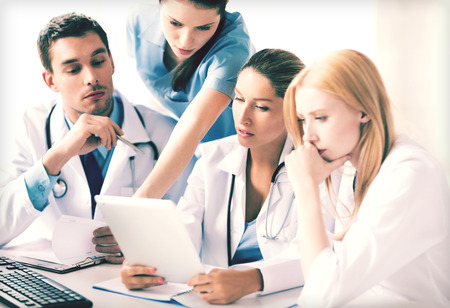 Foto de picture of young team or group of doctors working - Imagen libre de derechos