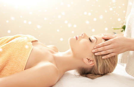 Photo pour beauty, health, holidays, people and spa concept - beautiful woman in spa salon getting face or head massage - image libre de droit