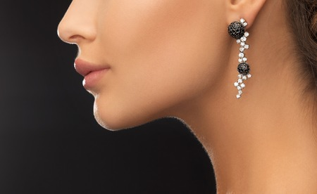 Photo pour beauty and jewelery concept - woman wearing shiny diamond earrings - image libre de droit