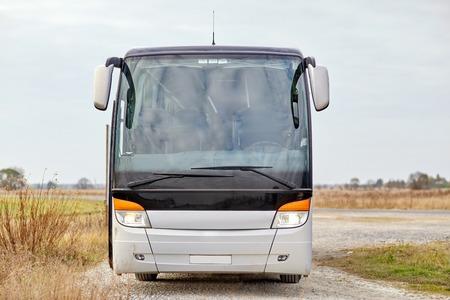 Photo pour travel, tourism, road trip and passenger transport - tour bus staying outdoors - image libre de droit