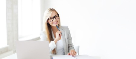 Foto de business and education concept - indoor picture of smiling woman with documents and pen - Imagen libre de derechos