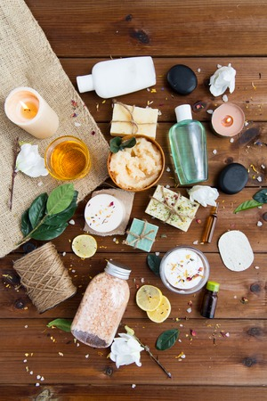 Foto de beauty, spa, therapy, natural cosmetics and wellness concept - close up of body care cosmetic products on wood - Imagen libre de derechos