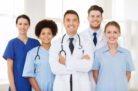 Foto de hospital, profession, people and medicine concept - group of happy doctors at hospital - Imagen libre de derechos