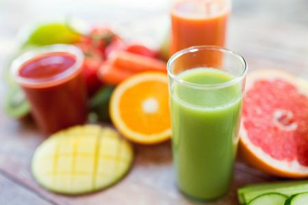 Foto de healthy eating, food and diet concept- close up of fresh juice glass and fruits on table - Imagen libre de derechos
