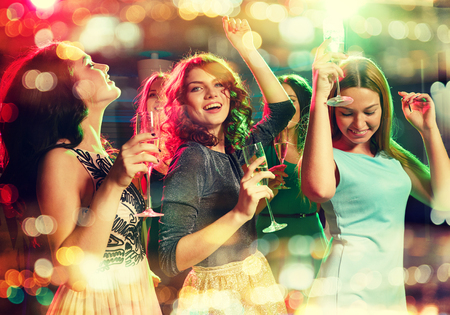 Photo pour party, holidays, celebration, nightlife and people concept - smiling friends with glasses of champagne dancing in club - image libre de droit