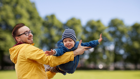 Photo pour family, childhood, fatherhood, leisure and people concept - happy father and little son playing and having fun outdoors over summer park background - image libre de droit