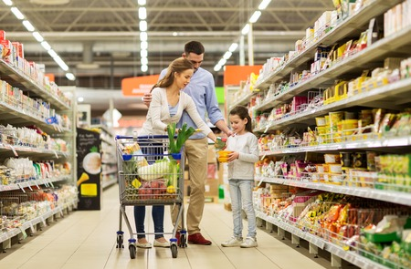 Foto für family with food in shopping cart at grocery store - Lizenzfreies Bild