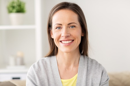 Foto de happy smiling middle aged woman at home - Imagen libre de derechos
