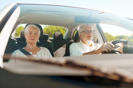 Photo pour happy senior couple driving in car - image libre de droit