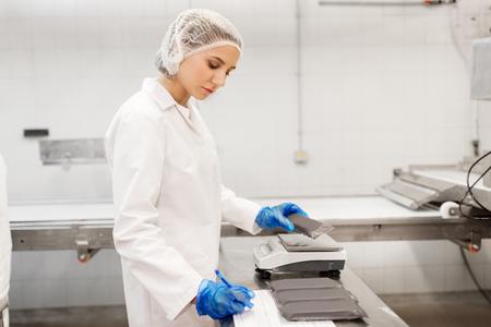 Photo pour woman working at ice cream factory - image libre de droit