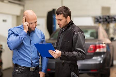 Photo pour auto mechanic and customer at car shop - image libre de droit
