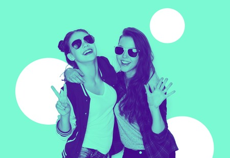 Foto de smiling teenage girls in sunglasses having fun - Imagen libre de derechos