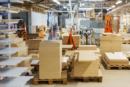 Photo pour fibreboards and chipboards storing at factory - image libre de droit