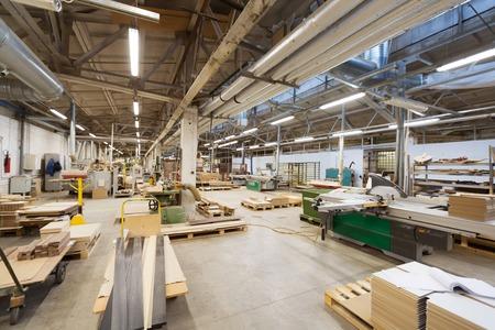 Photo pour woodworking factory workshop - image libre de droit