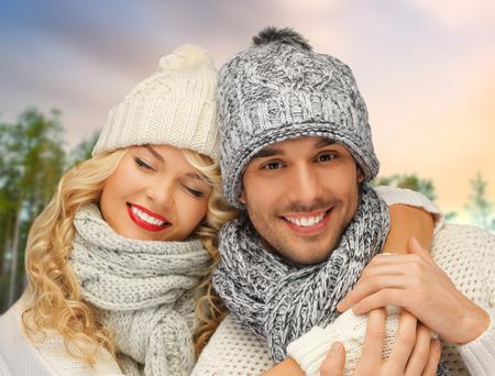 Photo pour couple hugging over winter forest background - image libre de droit