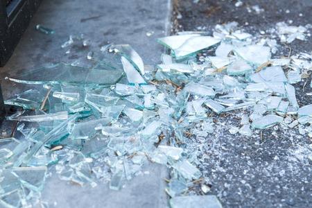 Foto de shards of broken glass on floor - Imagen libre de derechos