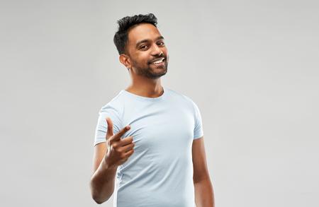Photo pour smiling indian man pointing finger at you - image libre de droit